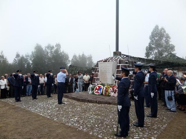 Homenagem aos pilotos falecidos na serra do Carvalho