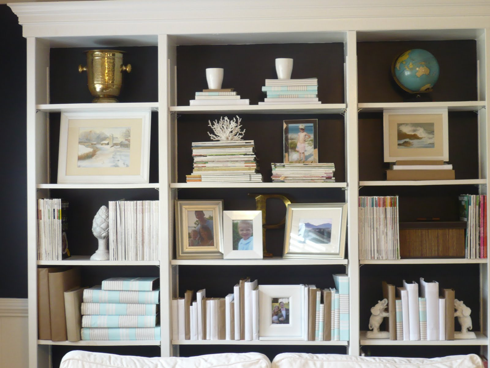 Family Room Bookshelves Ideas Part - 47: This Blogger Westhampton DIY HERE Redid Her Family Room - She Painted The  Back Of Her Shelves And Notice How She Got A Great Look On Her Shelves By  Covering ...