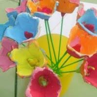 http://manualidadesparaninos.biz/flores-con-hueveras-de-carton/