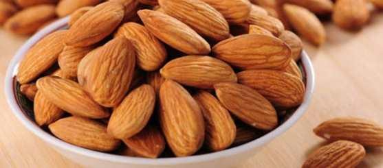 6 Manfaat Kesihatan Almond Setiap Wanita Perlu Tahu Tentang