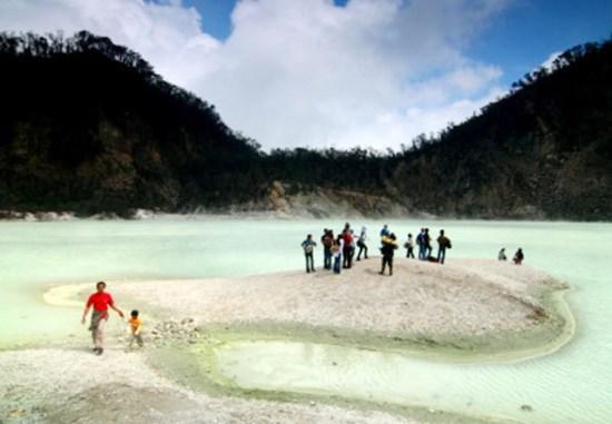Kawah Putih Gunung Patuha wisata alam bandung selatan