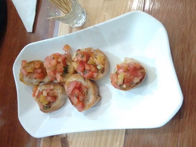 Bruschettas de Tomate com Manjericão