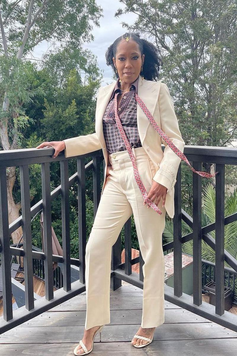 Regina King em looks da moda para mulheres maduras