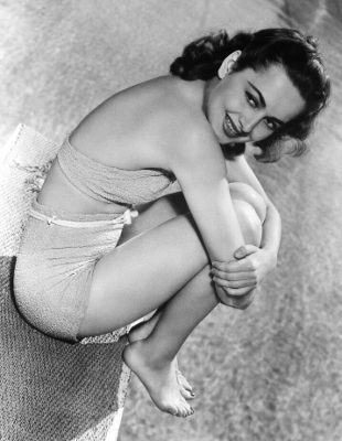 https://pics.wikifeet.com/Olivia-de-Havilland-Feet-2888599.jpg