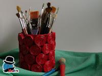 riciclo volantino per porta penne creativo