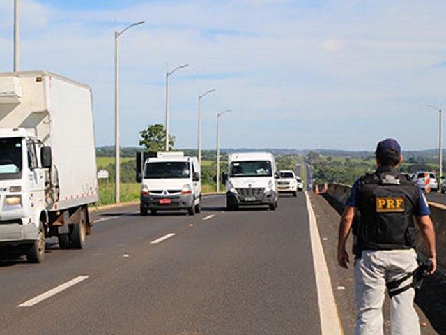 Maio Amarelo: PRF alerta para os perigos das ultrapassagens indevidas
