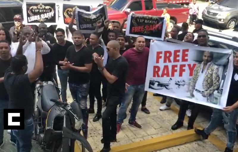 Empleados de discoteca VIP Room protestan frente a fiscalía del DN