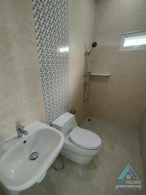 แบบห้องน้ำของบ้านราคา 2.45 ล้านบาท