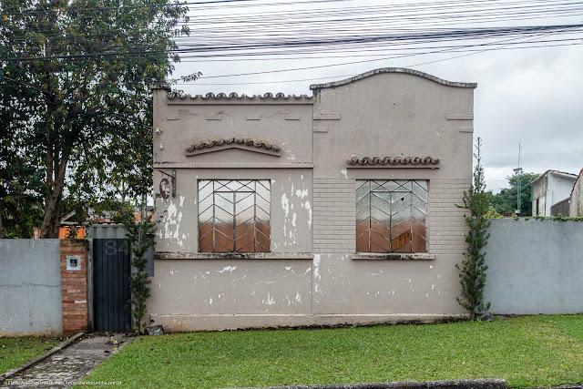 Apenas a fachada de uma casa