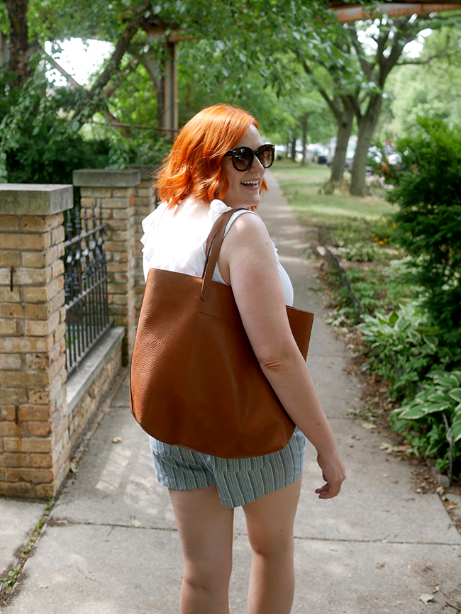 what to wear with the madewell transport tote - summer mom style