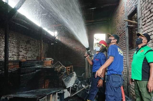 Belasan Rumah Dilalap Api