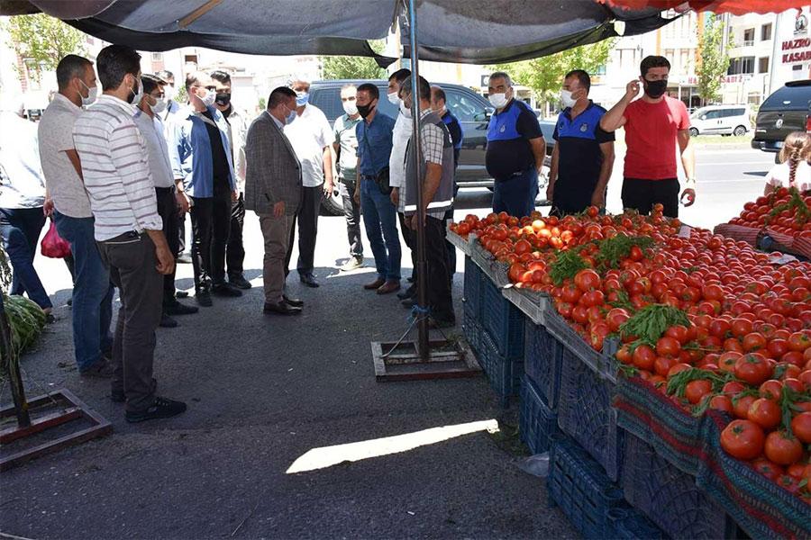 Diyarbakır Bağlar Belediyesi semt pazarlarında fiyat ve Covid-19 denetimi yaptı