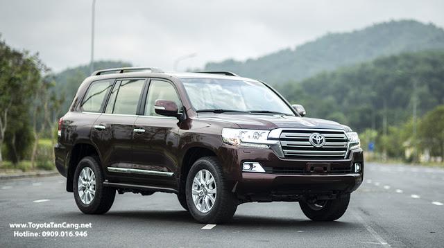 Toyota Land Cruiser có ngoại hình mạnh mẽ khỏa khoắn