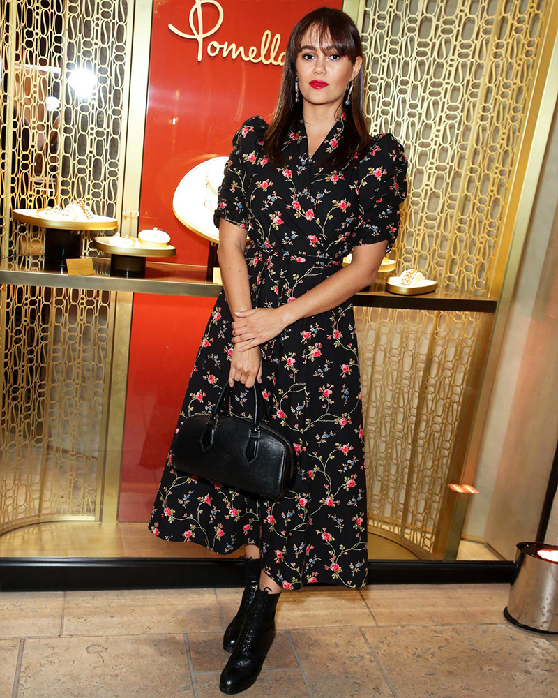 Artis Arab Saudi Seksi Dina Shihabi  black Dress hot