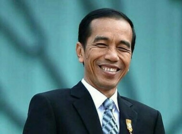 Presiden Tertawa saat Ditanya Pidato Prabowo soal Indonesia Bubar 2030