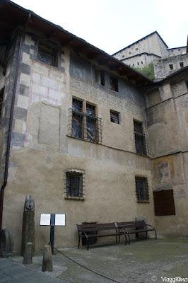Scorcio della facciata di Casa Challant di Bard