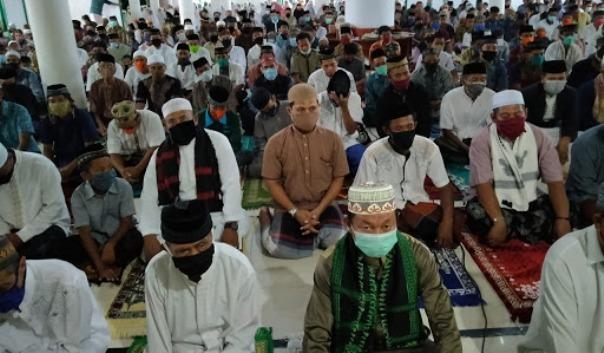 Warga Kecamatan Pasimarannu Selayar Shalat Ied Dimasing-Masing Desa