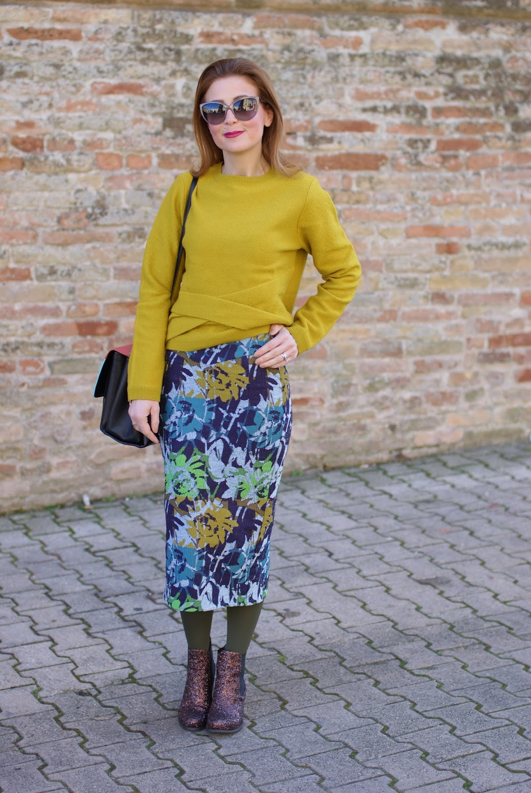How to wear a pencil mid calf skirt on Fashion and Cookies fashion blog, fashion blogger style