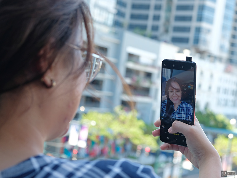 32MP pop-up selfie camera