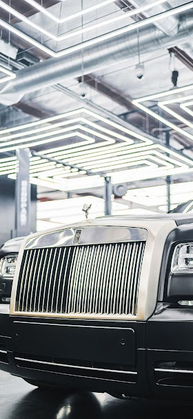 Black and silver rolls royce phantom car wallpaper
