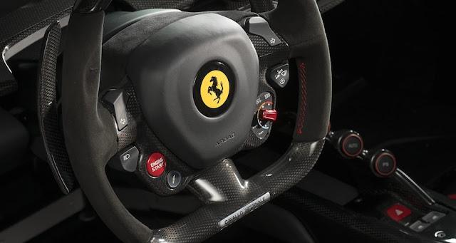 「地獄からの馬」の文字が刻まれたマットブラックの「ラ フェラーリ」が4億7800万円で落札!