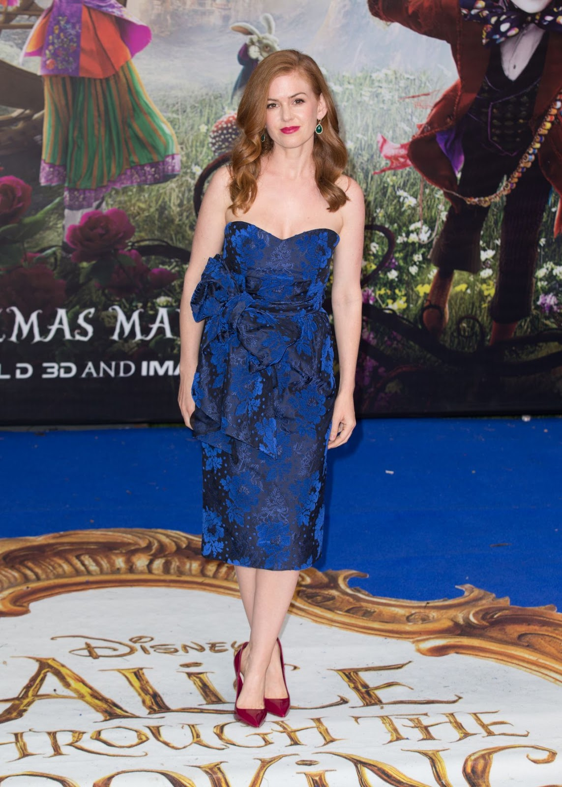 Isla Fisher flaunts figure in strapless dress at 'Alice Through The Looking Glass' premiere