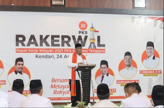 Gubernur Sultra Kembali Sampaikan Visi Misi dan Strategi Garbarata Saat Membuka Rakerwil PKS