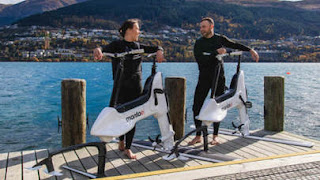 Manta5 Hydrofoiler XE-1: foto dell'acquabici elettrica per pedalare sull'acqua