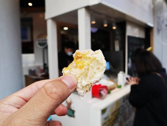 IMG 9081 - 【熱血採訪】 九月初 唯心手作 脆皮生乳甜甜圈,平均日賣八百個的脆皮甜甜圈,一口咬下就能感受酥脆的口感!限定口味草莓、明太子脆皮甜甜圈