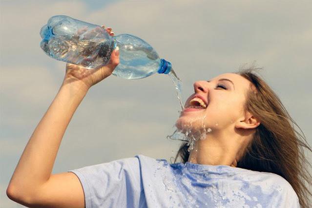 Tại sao bạn cần phải uống đủ nước mỗi ngày