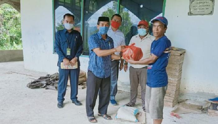 Anggota DPRD Sinjai Salurkan Bantuan Paket Sembako di Desa Bonto