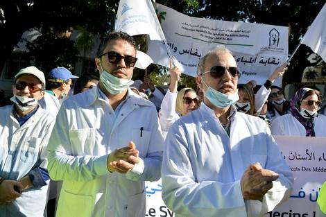 """أطباء الأسنان يحتجّون ضدّ """"الضرائب"""" و""""المتطفّلين"""" في مسيرة الغضب"""