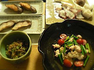 夕食の献立 ギンダラ焼き タコとイカのガーリック炒め タコしゃぶ ナメコの和え物