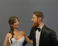 cake topper ritratto sposi sorridenti statuina per torta regalo matrimonio orme magiche