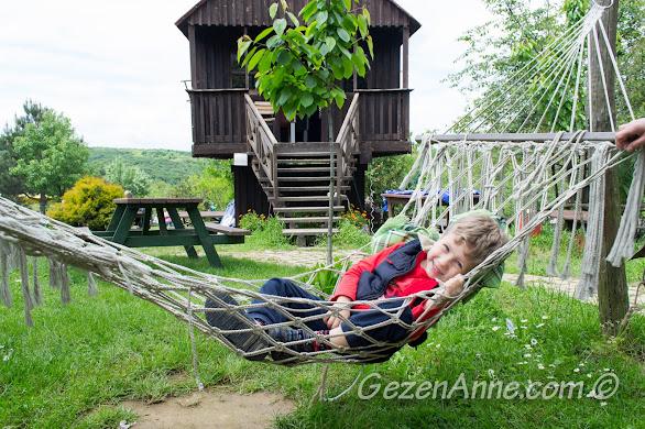 Polonezköy güzel yeşil doğası ile popüler bir kahvaltı destinasyonudur, Stella