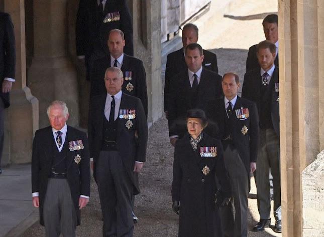 Funerale del principe Filippo: la regina con gli occhi lucidi