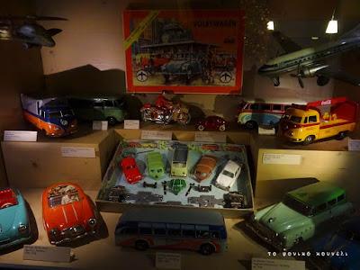 Ιστορία των παιχνιδιών. Αυτοκινητάκια της δεκαετίας του 50, από το μουσείο των παιχνιδιών / Toy history. Toy cars of the 50's