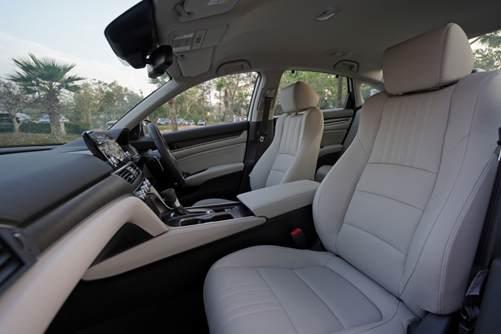 Interior mewah bagian depan sedan accord