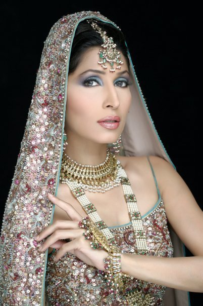 Pakistani Bridal Wearing Jewelry Designs Collection 2011 ...