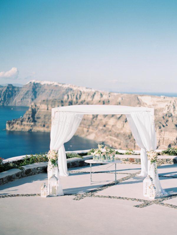 Íntima boda en Santorini en LOVE, LOVE by Chic & Decó