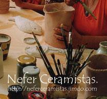 Nefer Ceramistas es el taller donde trabajan varios artistas creando su obra artística y donde se dan cursos y talleres en un entorno inmejorable, a grupos reducidos, adaptándonos al nivel de cada alumna y asesoramos a profesionales.