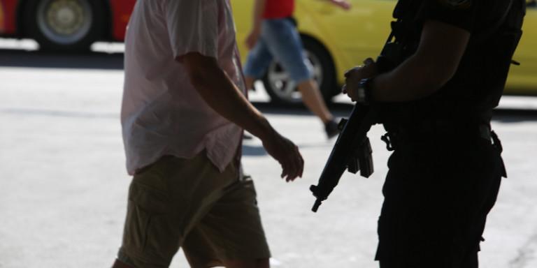 Οι «Μαύροι Πάνθηρες» της αστυνομίας εγκαθίστανται στις πλατείες