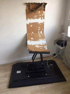 Fernseher lustig von der Wand gefallen