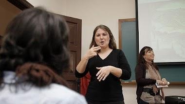 Sobresaliente para las intérpretes de lengua de signos