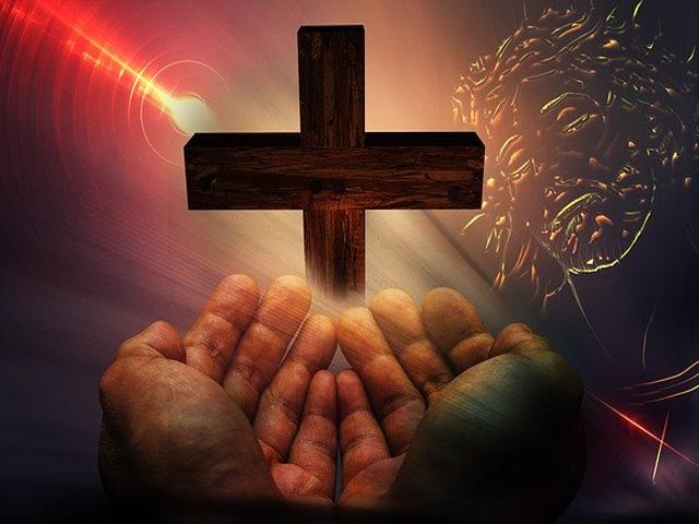 salib dan tangan, mohon petunjuk, tangan berdoa