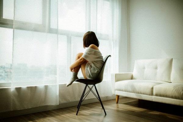 merasa kesepian di rumah