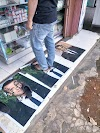 Toko Alat Listrik di Kuningan Pasang Photo Presiden Prancis di Lantai untuk Diinjak