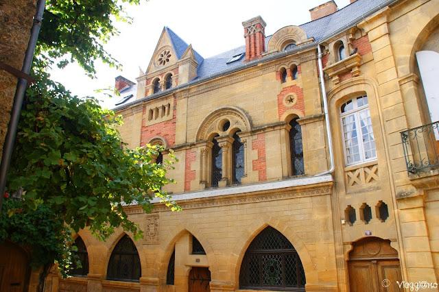 La casa gotica noto edificio di Belves