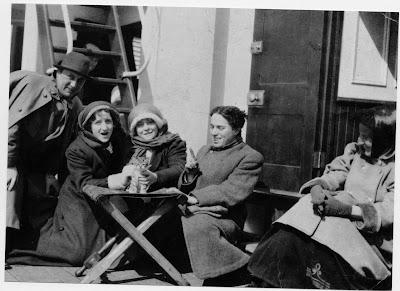 Чарли Чапли с труппой Карно на пути в Америку, 1910 г.