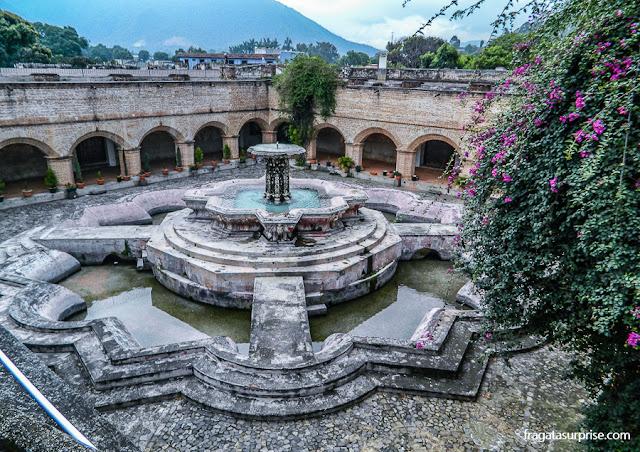 Fonte dos Peixes, no Claustro do Convento de La Merced, em Antigua Guatemala